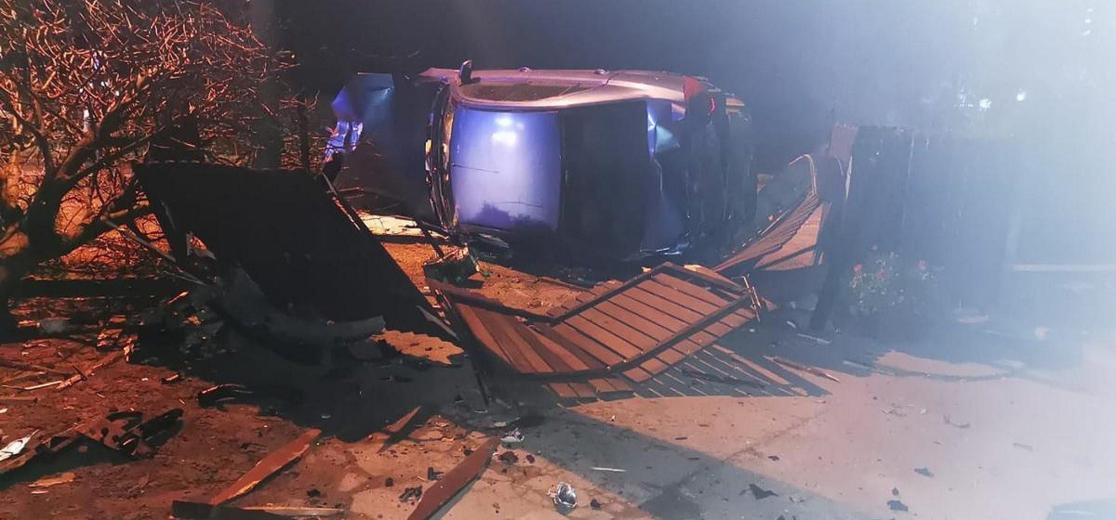 Radziejów - Pijany kierowca uderzył w słup i ogrodzenie