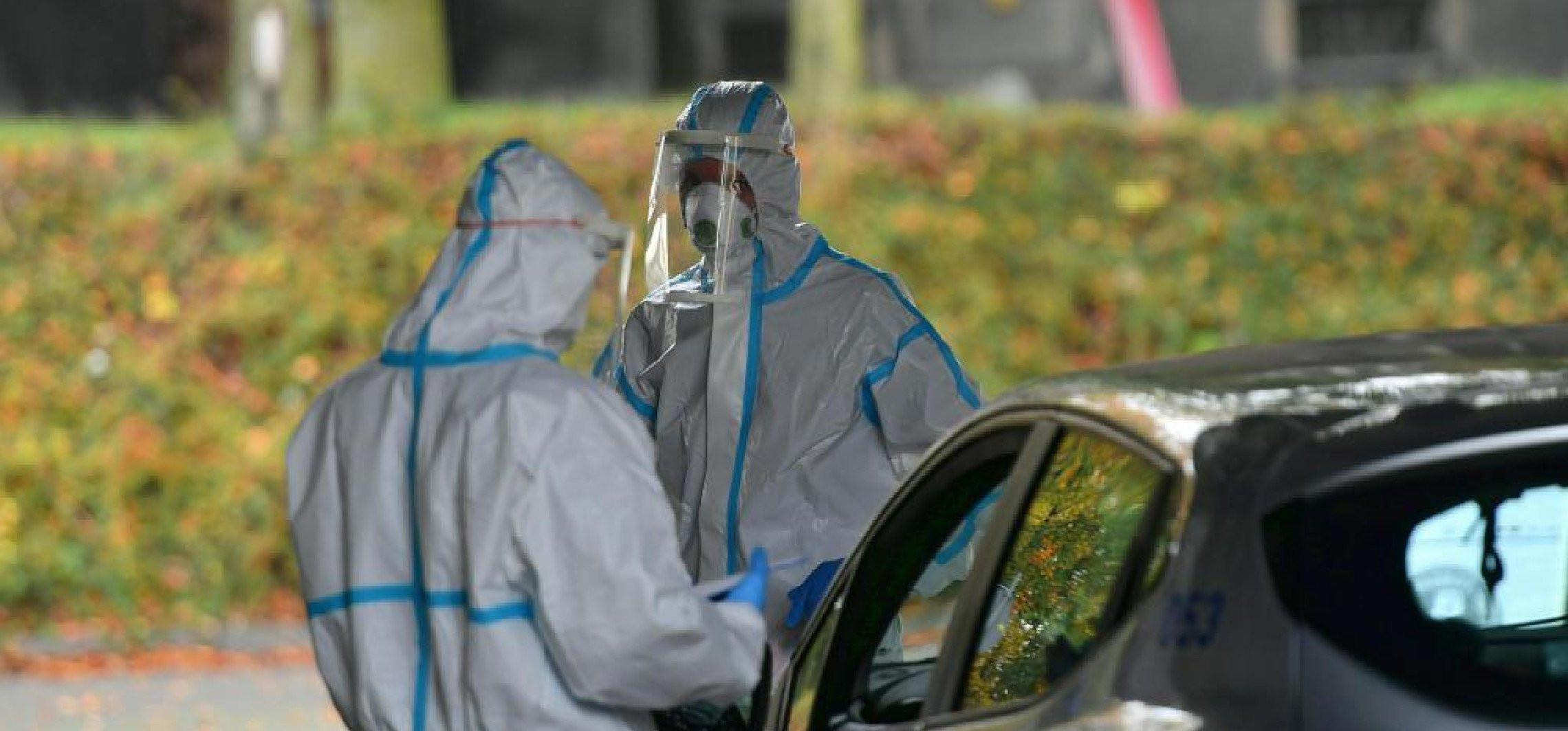 Wirusolog: maseczki chronią, testy genetyczne są wiarygodne, a pandemia jest groźna